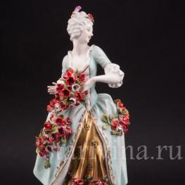 Антикварная статуэтка Девушка с цветочной гирляндой, Volkstedt, Германия, перв. треть 20 в.